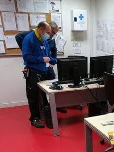 Técnicos de Efytech en la toma de datos para la auditoría energética